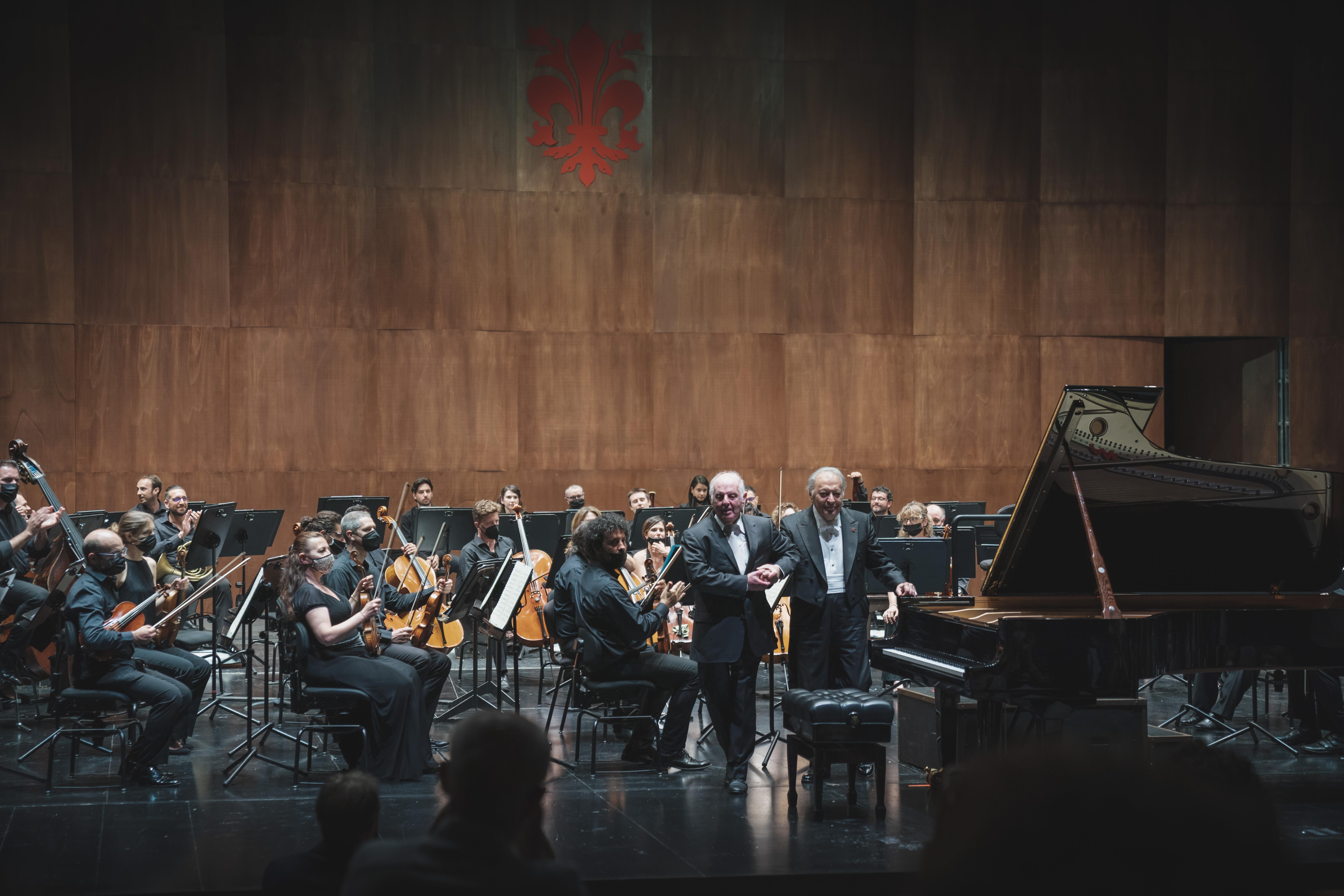 Daniel Barenboim, Zubin Mehta e l'Orchestra del MMF (foto Michele Monasta)