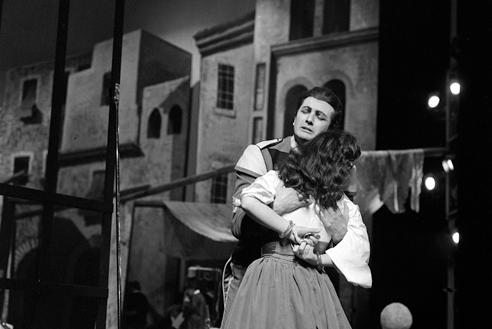 Franco Corelli con Giulietta Simionato in Carmen – Scala, 9 aprile 1959 (Archivio Teatro alla Scala)