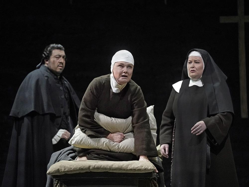 Paul Corona, Karita Mattila, Karin Cargill - ph. Ken Howard / Met Opera