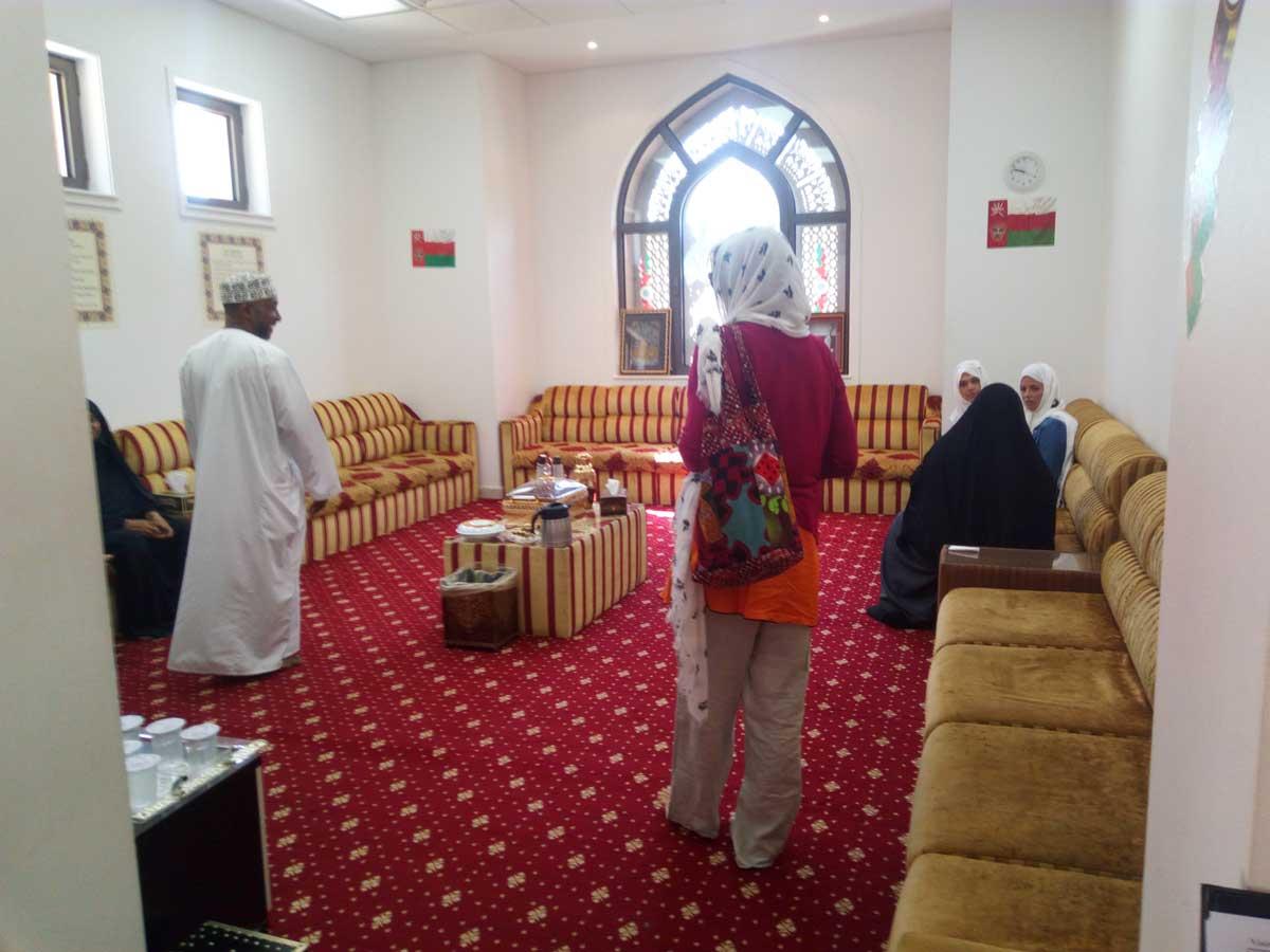 accoglienza turistica e ristoro all'interno della grande Moschea di Muscat - foto di Danilo Boaretto