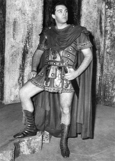 1964 - Oviedo: il debutto nel ruolo di Pollione