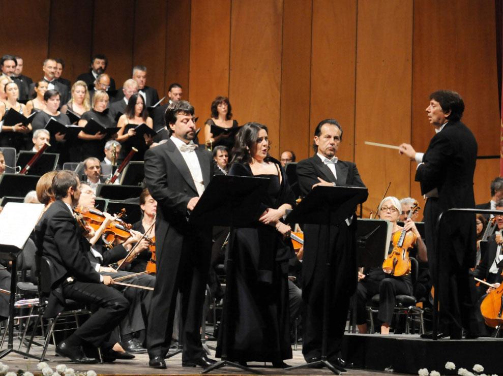 Francesco Ellero d'Artegna durante un concerto al Teatro Filarmonico di Veerona - con lui Maria Agresta e Rubens Pelizzari