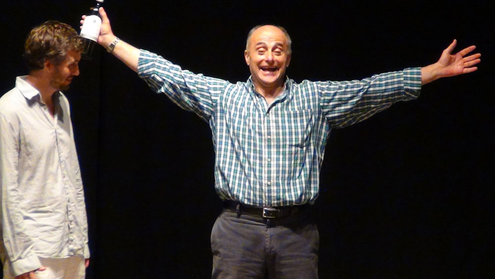 Fabio Sparvoli durante una spiegazione a Juan Francisco Gatell
