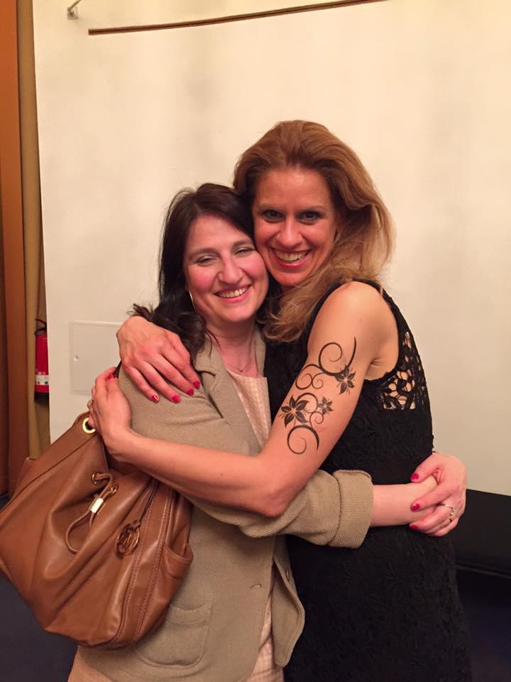 Gabriella con Cristina Baggio dopo una recita di Salome