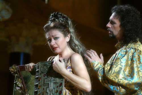 Daniela Dessìì e Fabio Armiliato in una scena di Francesca da Rimini