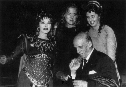 Jean Madeira, Inge Borkh, Lisa Della Casa e il direttore Dimitri Mitroupoulos dopo una recita di Elektra a Salisburgo nel 1957