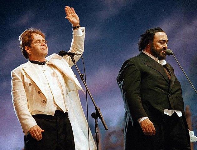 Elton John e Luciano Pavarotti a Modena nel 1996