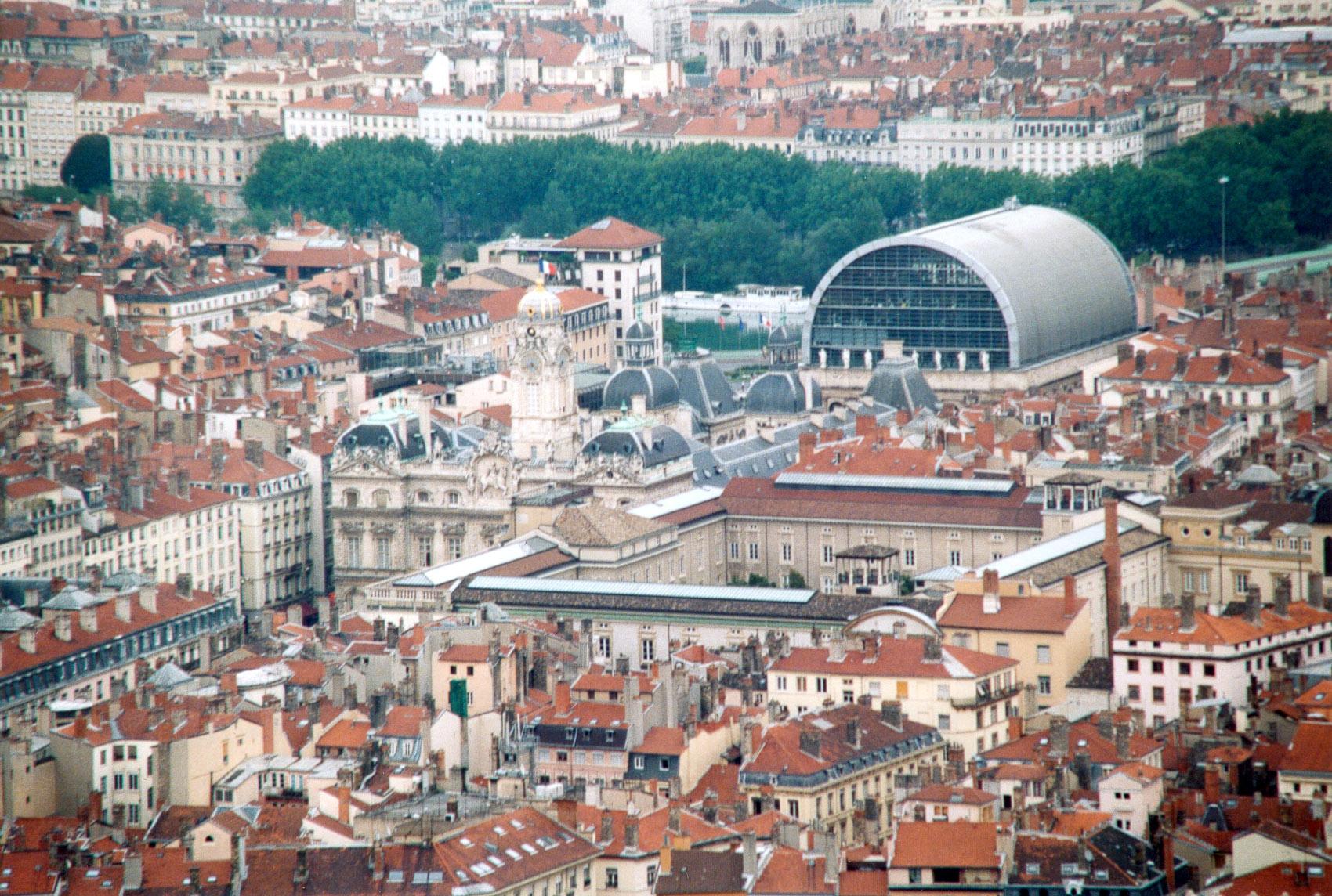 panorama di Lione con vista del teatro dell'Opera