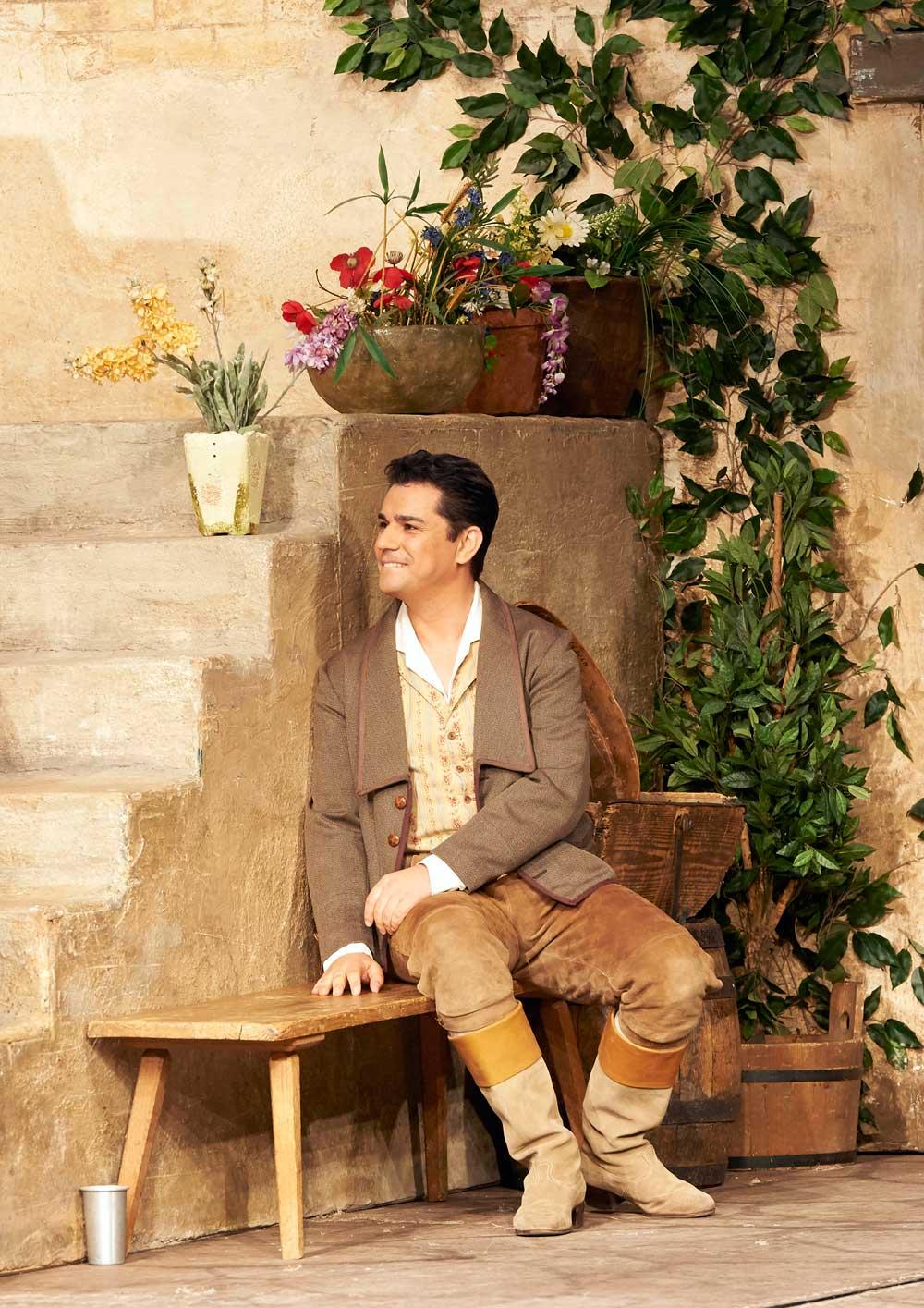 Saimir Pirgu - L'Elisir d'amore - Wiener Staatsoper - Photo Michael Pohn