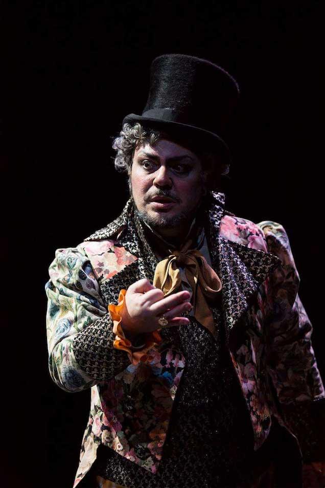 Marco Filippo Romano nel ruolo di Don Magnifico