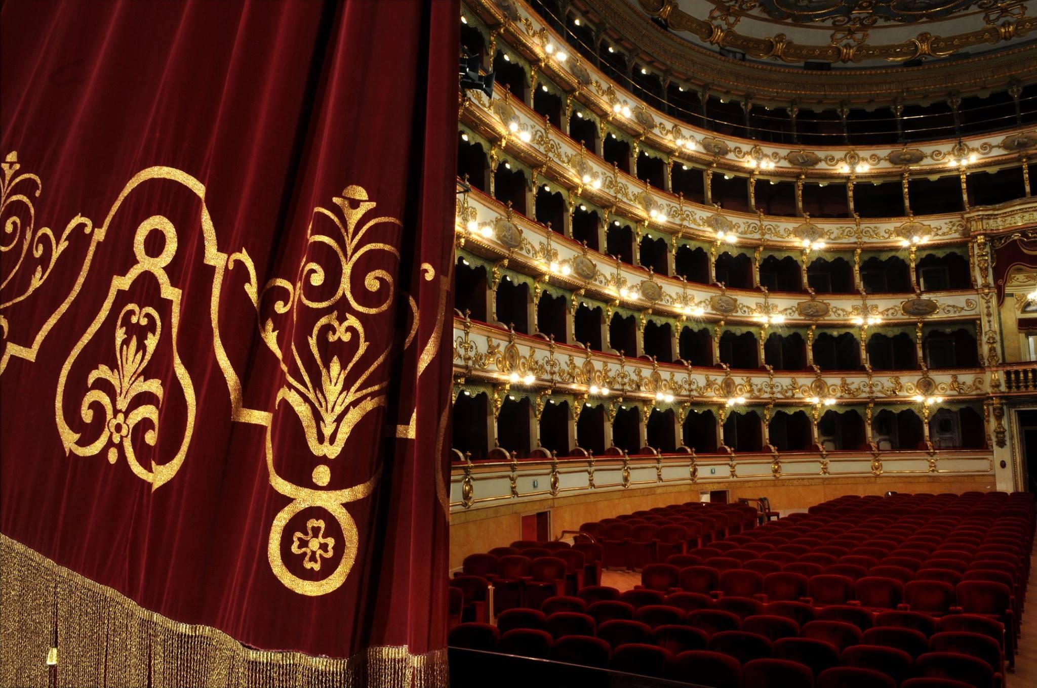 il Teatro Grande prima dell'inizio della serata